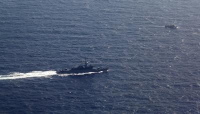 وكالة: البحرية الأمريكية تضبط مئات الأسلحة الصغيرة في قارب بخليج عدن