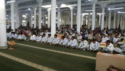 بمشاركة 1800 متطوع... بلدة في حضرموت تزف 62عريس وعروسة