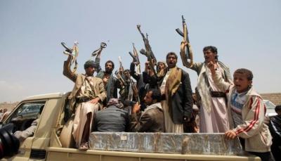 الحوثيون يقتلون شابين أمام المارة وسط مدينة إب