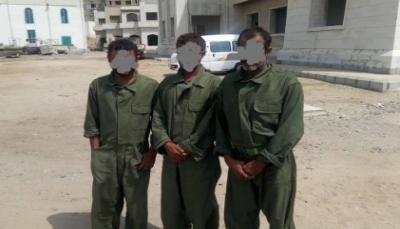 خفر السواحل تستلم ثلاثة مهربين أسلحة من البحرية الأمريكية في خليج عدن