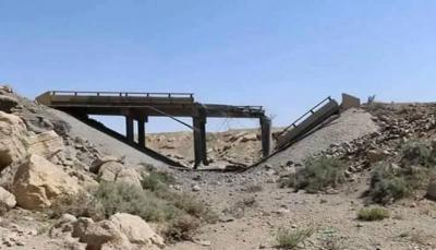 """الضالع: مليشيات الحوثي تُفجر جسر يربط """"مريس"""" بمدينة دمت"""