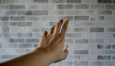 عادة قضم الأظافر تفقد طالبة إصبعها