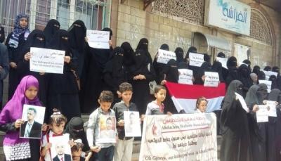 أمهات المختطفين: ممارسات الحوثيين بحق المختطفين فاقت تصورات البشر