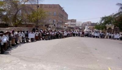 معلمو حضرموت يدشنون الإضراب الجزئي مطالبين الحكومة برفع مرتباتهم