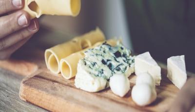 دراسة: الجبن لا يسبب ارتفاع الكوليسترول في الدم بل يفيد القلب