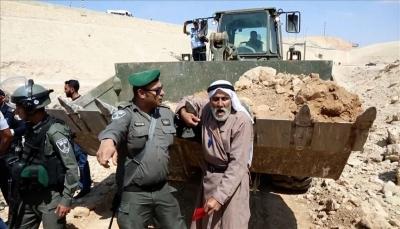 الاحتلال الإسرائيلي يغلق طرقا مؤدية للخان الأحمر المهدد بالهدم