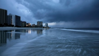 الرياح والامطار تجتاح الساحل الشرقي الاميركي فيما يواصل الاعصار فلورنس تقدمه