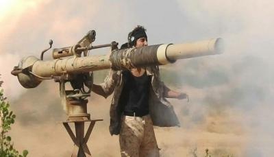 مصرع مسلحين حوثيين وتدمير آليات عسكرية بنيران مدفعية الجيش غربي مأرب