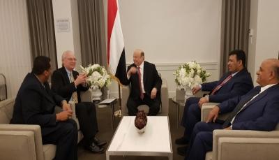الرئيس هادي يلتقي مسؤولا في الخارجية الأمريكية