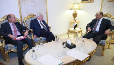 نائب الرئيس: اليمنيون يتمسكون بالخيار الديمقراطي ويرفضون السيطرة على السلطة بقوة السلاح