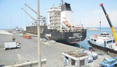 حضرموت: وصول 10 آلاف طن بنزين لميناء المكلا وسط أزمة خانقة