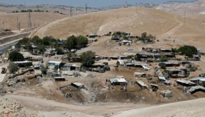 الاحتلال الإسرائيلي يطلب من سكان قرية خان الاحمر هدم بيوتهم بأيديهم