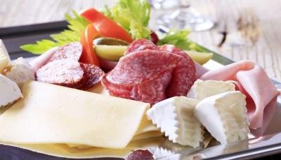 تعرف على المواد الغذائية التي يتم جمعها عند الأكل وتسبب مشاكل