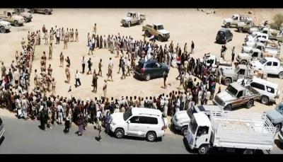 """تجاوزت 100 سيارة.. أبناء العاصمة يسيّرون قافلة دعما للجيش في """"جبهة نهم"""" (صور)"""