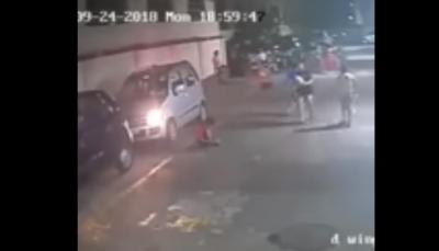 شاهد- كيف نجاة طفل من موت محقق بعد مرور سيارة فوقه؟
