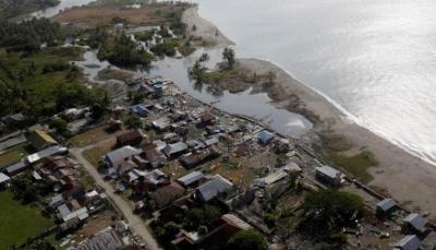 زلزال إندونيسيا يحوّل الأرض إلى سائل يبتلع المنازل (فيديو)