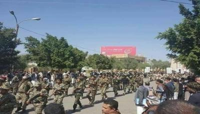 انتشار حوثي مكثف بصنعاء خوفا من اندلاع احتجاجات مناوئة واعتقال عدد من الفتيات