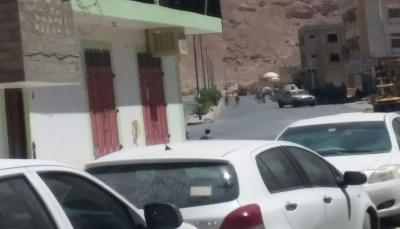 الجيش يفرق متظاهرين أثناء محاولتهم اقتحام المجمع الحكومي بمدينة سيئون