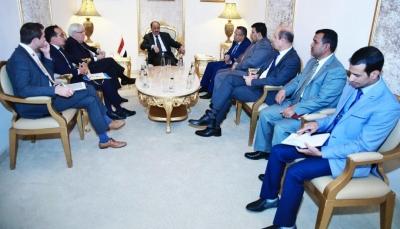 خلال لقاءه نائب الرئيس.. المبعوث الأممي يضع رؤى ومقترحات للحل السياسي