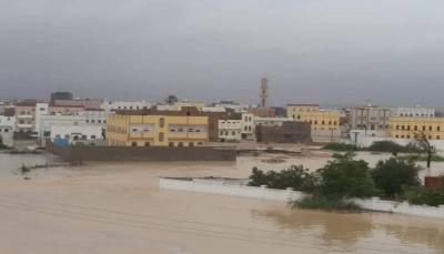"""المهرة: تشكيل لجان لاستلام وتوزيع الاغاثة وحصر أضرار """"إعصار لبان"""""""