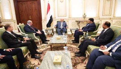 """الرئيس هادي يتسلم دعوة للمشاركة في القمة العربية في """"لبنان"""""""