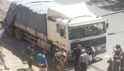 """شرطة تعز تضبط شحنة دقيق مصري """"منتهي الصلاحية"""""""