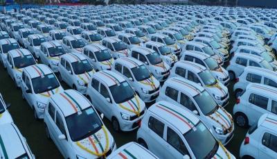 تاجر يهدي موظفيه مئات السيارات و1000 شقه وودائع نقدية، ما هي المناسبة؟