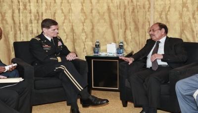 نائب الرئيس: بناء الجيش اليمني سيحد من مخاطر جماعات العنف والإرهاب