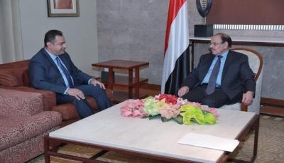 """نائب الرئيس يلتقي رئيس الوزراء ويطلع على الأوضاع في محافظة """"المهرة"""""""