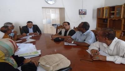"""الحكومة تشدد على أهمية انتظام الدراسة في معهد جميل غانم بـ""""عدن"""""""
