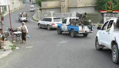 مصدر أمني بتعز: خطة لإزالة النقاط في مدينة التربة وتسليمها للشرطة العسكرية والأمن