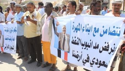 """حضرموت: مظاهرة بـ""""سيئون"""" تضامنا مع """"المهرة"""" ومطالبة برحيل التحالف والحكومة"""