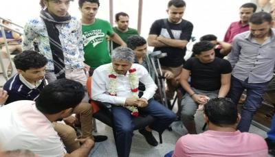 قائد المقاومة بتعز يوجه بصرف مبلغ إسعافي لجرحى الجيش بمصر