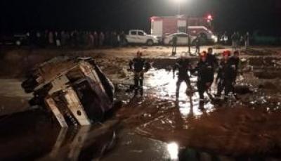 السيول تقتل 11 شخصا في الأردن وتطيح بوزير الأشغال في الكويت