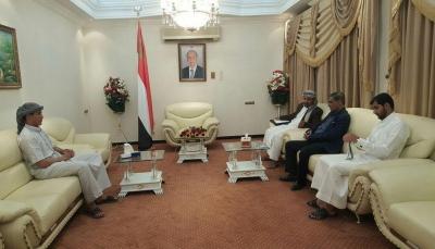 محافظ حضرموت يناقش مع قيادة التحالف العربي إجراءات القضاء على الانفلات الأمني