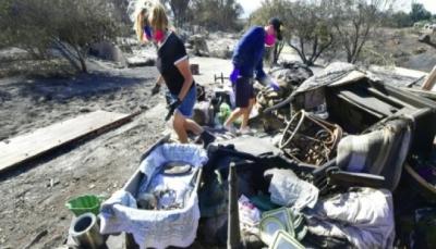 فرق الإطفاء تعمل على جبهتين في كاليفورنيا وحصيلة الحريق ترتفع إلى 50 قتيلا