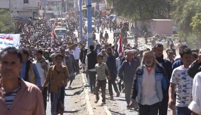 تعز: محتجون يطالبون بإستكمال التحرير والقاء القبض على الخارجين عن القانون