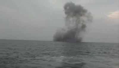 """التحالف يعلن إحباط محاولة حوثية لاستهداف """"جازان"""" بزورق مفخخ وتدميره في البحر"""