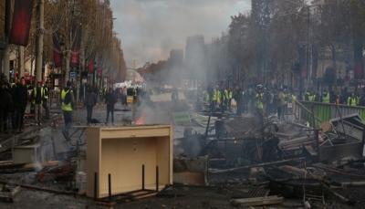 شاهد كيف أصبح أشهر شوارع باريس بعد حالات شغب واعتقالات على خلفية تظاهرات المحروقات