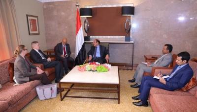 نائب الرئيس يلتقي السفير الأمريكي لبحث استئناف العملية السياسية في اليمن
