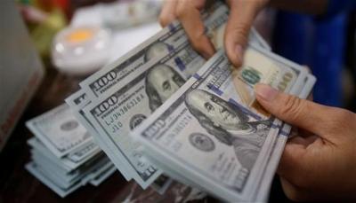 «الدولار بـ 485 ريال».. سوق الصرافة يشهد انخفاض غير مسبوق في أسعار العملات