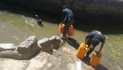 إب..أهالي صهبان يعانون من انعدام الماء بعد إعاقة الحوثيين لمشروع مياه المنطقة