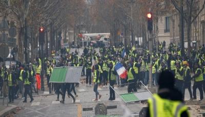 """فرنسا:أصحاب """"السترات الصفراء"""" يواصلون الاحتجاجات وعناصر الشرطة يحتشدون"""