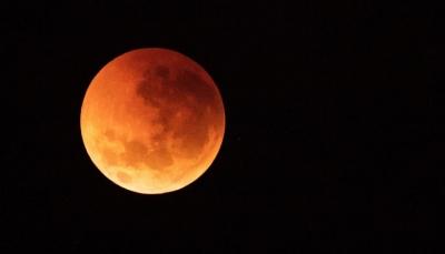 خسوف كلي للقمر العملاق الدموي الشهر المقبل