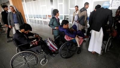 عبر طائرة إثيوبية.. نقل 50 جريحاً حوثياً من مطار صنعاء إلى مسقط