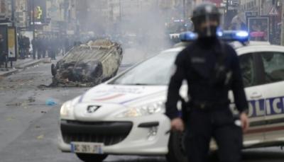 فرنسا تعلق الإجراءات الضريبية بعد أسوأ احتجاجات شهدتها البلاد منذ 50 عاماً