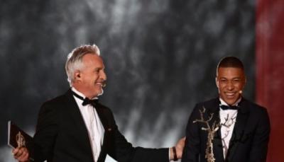 """مبابي ينال """"كأس كوبا"""" لأفضل لاعب واعد في حفل جائزة """"الكرة الذهبية"""""""