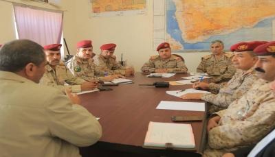 اجتماع يناقش المستجدات والتطورات على مسرح العمليات العسكرية