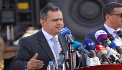 بدعم سعودي وإماراتي.. رئيس الحكومة يُبشر بمشاريع للنهوض بميناء عدن