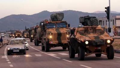 تركيا تواصل إرسال تعزيزات عسكرية جديدة إلى حدودها مع سوريا وسط تدابير أمنية مشددة